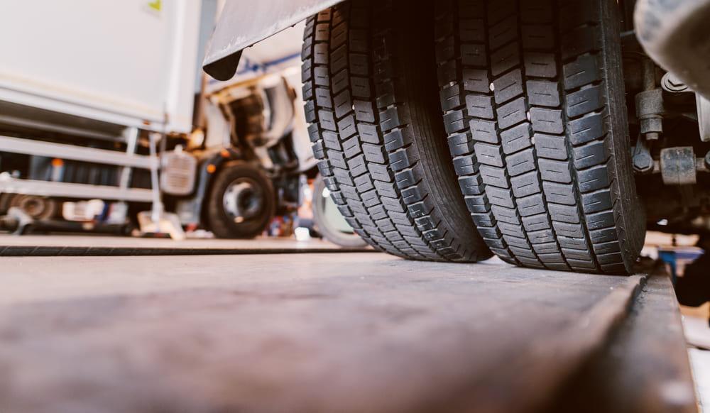 manutenção pneus caminhão